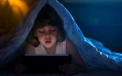 5 signes qui vous préviennent que votre enfant est en voie de devenir accro…