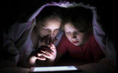 Quand les enfants quittent l'école, les recherches de matériel porno augmentent de 4700 %.